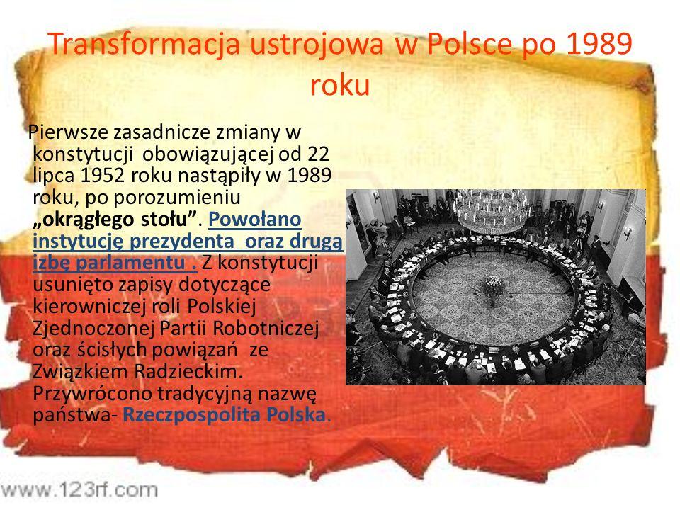 Transformacja ustrojowa w Polsce po 1989 roku Pierwsze zasadnicze zmiany w konstytucji obowiązującej od 22 lipca 1952 roku nastąpiły w 1989 roku, po p
