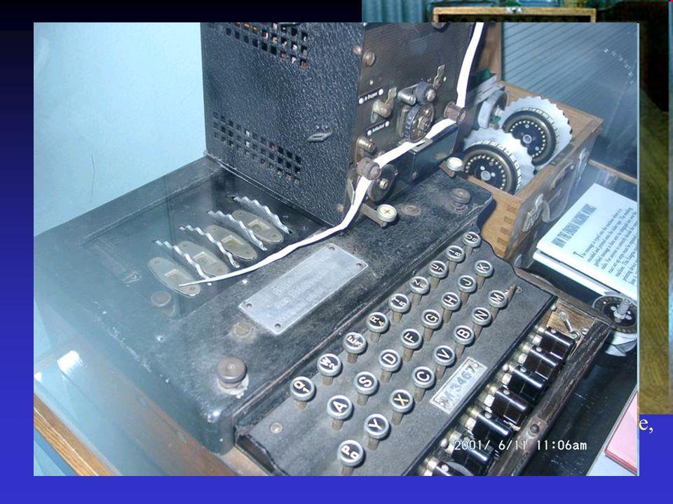 W roku 1933 Konrad Zuse zbudował komputer Z1, oparty na 2600 przekaźnikach.