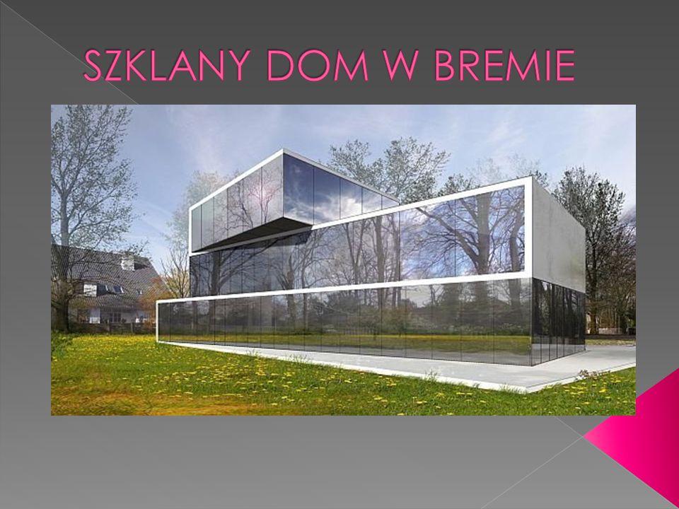 Nowoczesny dom jednorodzinny projektu Roberta Koniecznego łączy w sobie cechy ekstrawagancji i klasyki.
