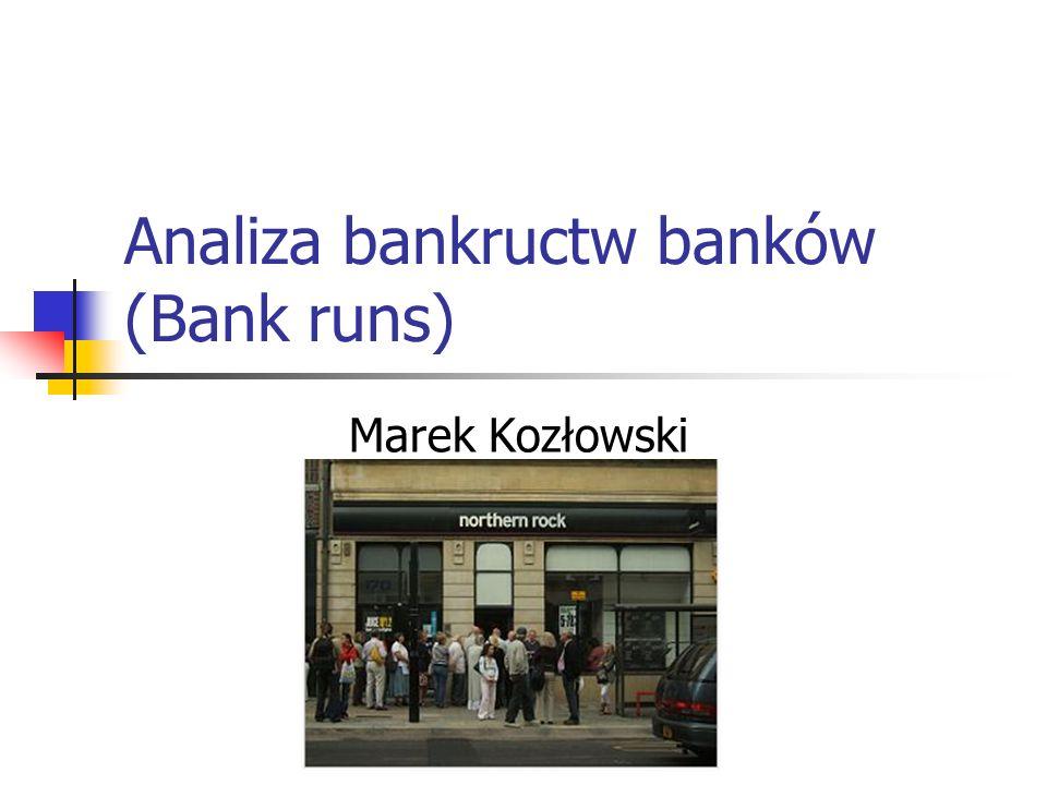 Baza literaturowa On the Severity of Bank runs: An Experimental Study, Schotter & Yorulmazer Praca bada czynniki wpływające na dynamikę (dotkliwość) upadków banków, oraz wskazuje aspekty - polityki mogące osłabiać run on the bank Bank runs, Deposit Insurance, and Liquidity, Diamond & Dybvig Praca bada problem kreowania płynności oraz analizuje kryzysy bankowe w kontekście wstrzymania wymienialności, oraz rządkowych ubezpieczeń depozytów.