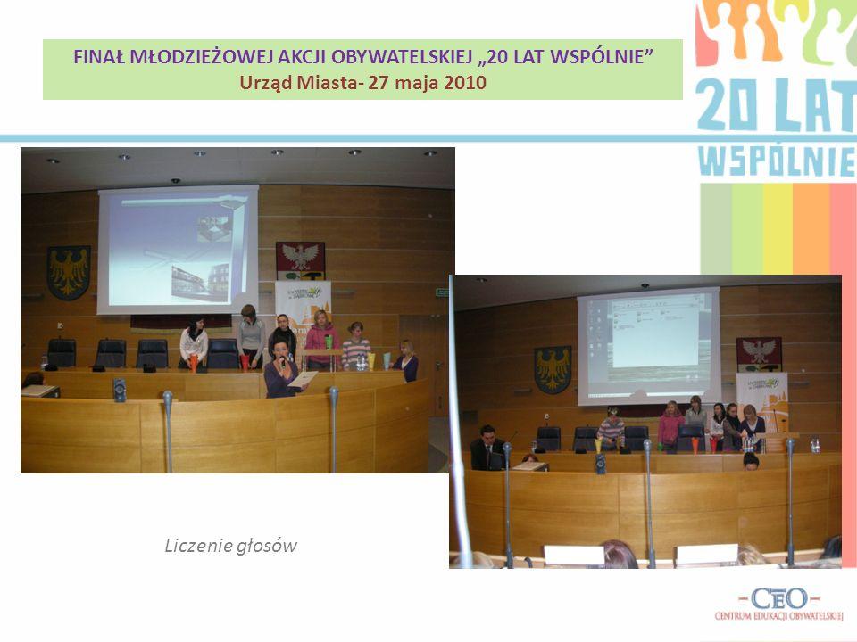 Liczenie głosów FINAŁ MŁODZIEŻOWEJ AKCJI OBYWATELSKIEJ 20 LAT WSPÓLNIE Urząd Miasta- 27 maja 2010