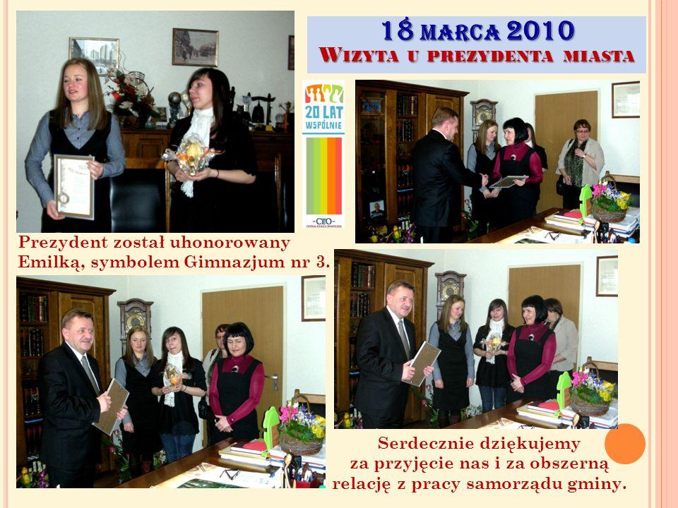 18 MARCA 2010 W IZYTA U PREZYDENTA MIASTA Już po spotkaniu… Wyruszamy zwiedzić salę sesyjną, w której odbywają się obrady i podejmowane są uchwały dotyczące życia i rozwoju gminy.