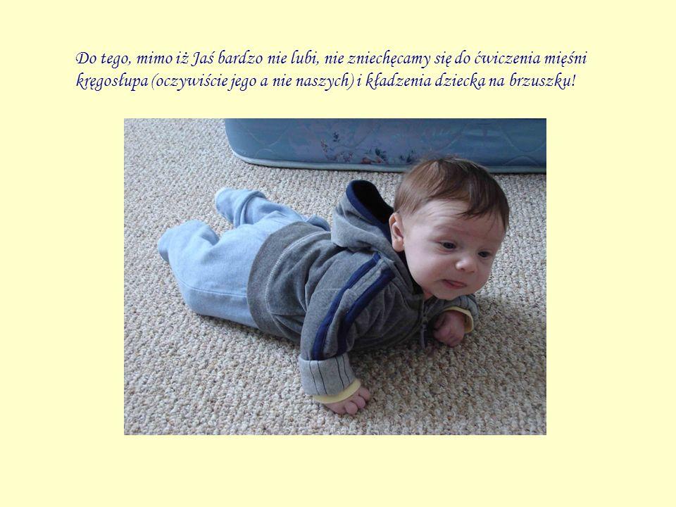 Do tego, mimo iż Jaś bardzo nie lubi, nie zniechęcamy się do ćwiczenia mięśni kręgosłupa (oczywiście jego a nie naszych) i kładzenia dziecka na brzusz