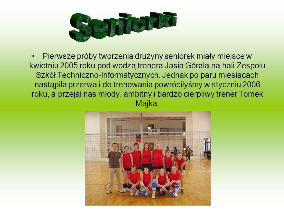 Trenerem grupy jest Marek Nowakowski. Sekcja zaczęła działalność w roku 2006. Z sekcji juniorek zostały utworzone dwie klasy sportowe w zsoe na osiedl