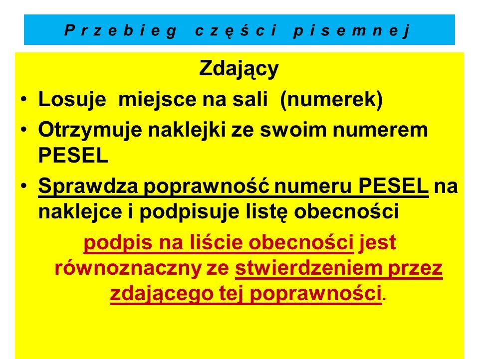 Przebieg części pisemnej Zdający Losuje miejsce na sali (numerek) Otrzymuje naklejki ze swoim numerem PESEL Sprawdza poprawność numeru PESEL na naklej