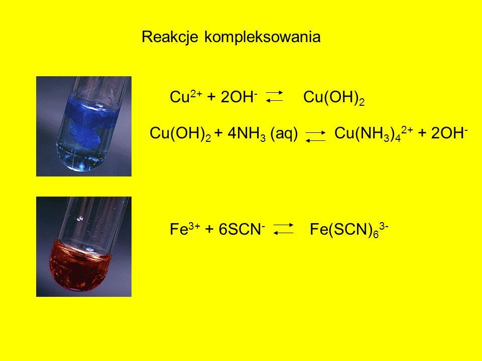 Reakcje kompleksowania Cu 2+ + 2OH - Cu(OH) 2 Cu(OH) 2 + 4NH 3 (aq) Cu(NH 3 ) 4 2+ + 2OH - Fe 3+ + 6SCN - Fe(SCN) 6 3-