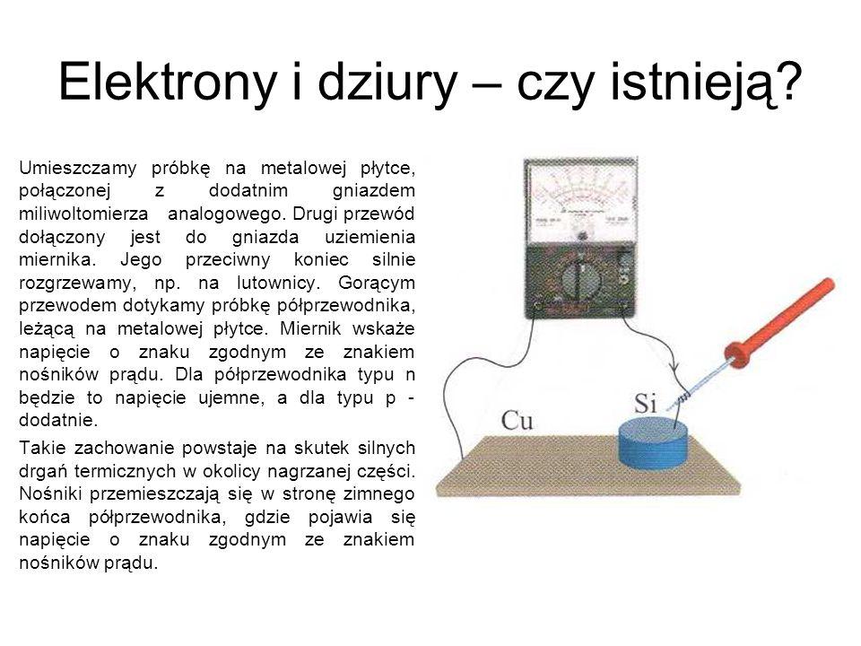 Elektrony i dziury – czy istnieją? Umieszczamy próbkę na metalowej płytce, połączonej z dodatnim gniazdem miliwoltomierza analogowego. Drugi przewód d