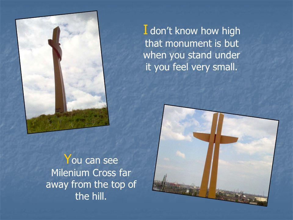 N ie wiem jak wysoki jest ten monument, ale kiedy stoisz pod nim, czujesz się bardzo mały.