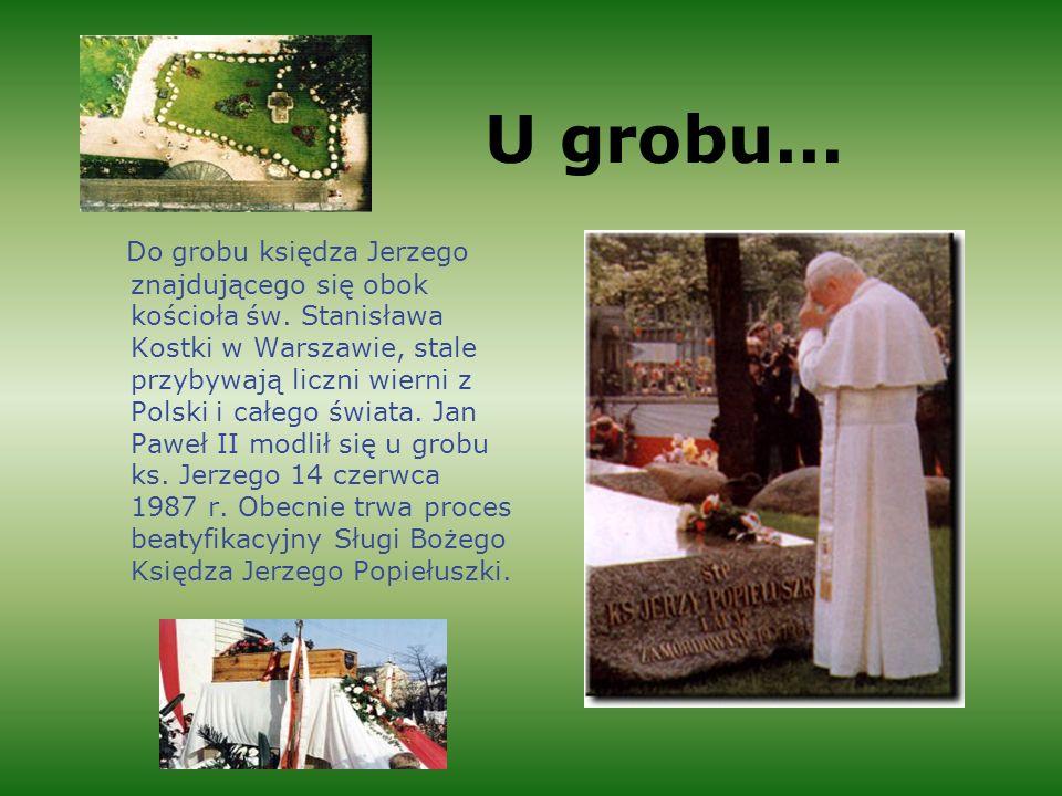 U grobu...Do grobu księdza Jerzego znajdującego się obok kościoła św.