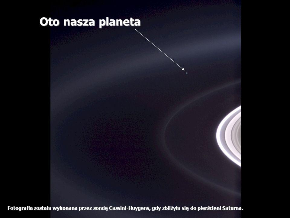 Héla aquí, pues: Fotografia została wykonana przez sondę Cassini-Huygens, gdy zbliżyła się do pierścieni Saturna. Oto nasza planeta