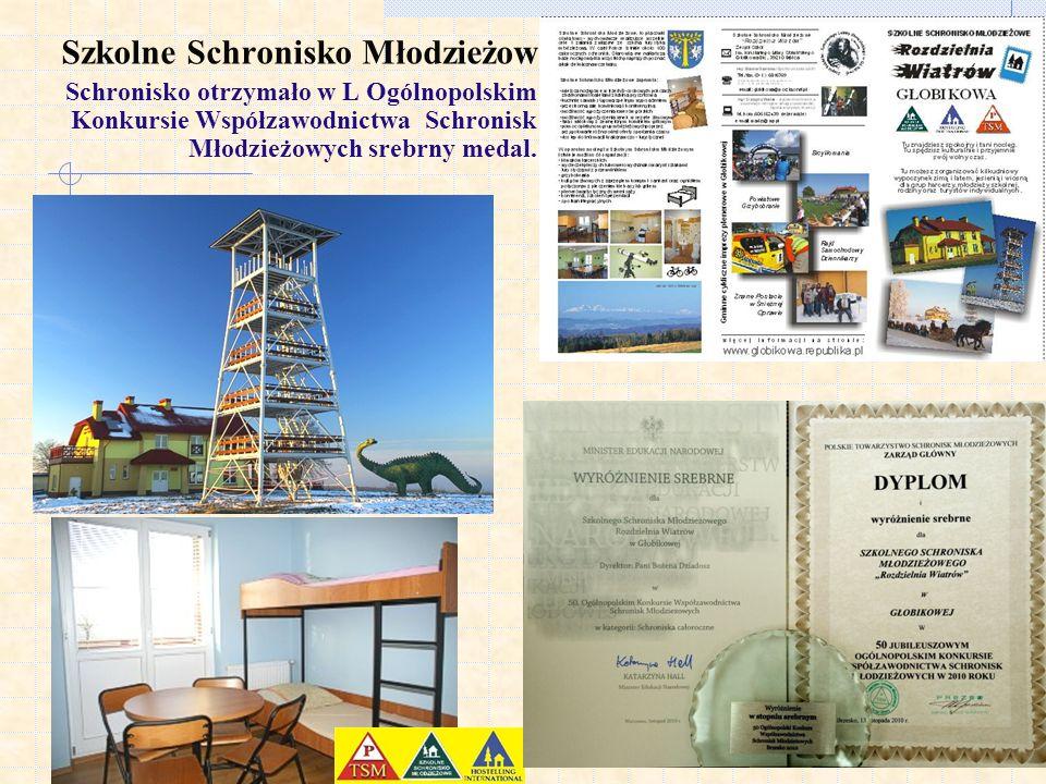 Szkolne Schronisko Młodzieżowe Schronisko otrzymało w L Ogólnopolskim Konkursie Współzawodnictwa Schronisk Młodzieżowych srebrny medal.