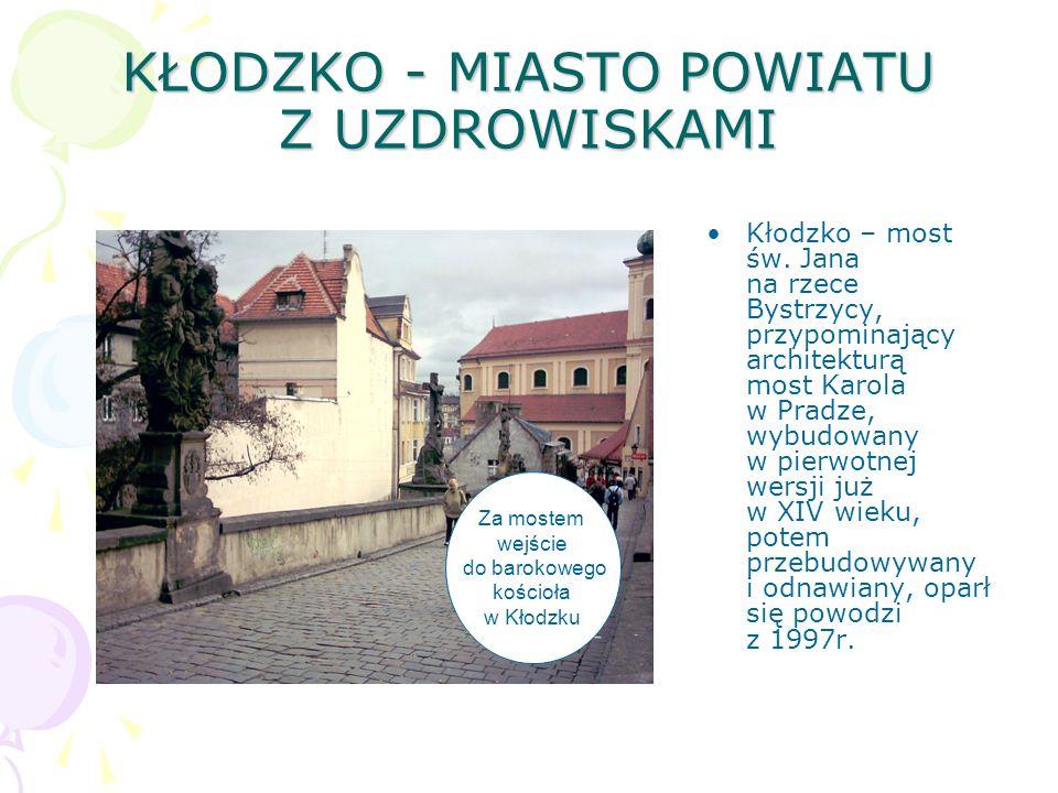 KŁODZKO - MIASTO POWIATU Z UZDROWISKAMI Kłodzko – most św. Jana na rzece Bystrzycy, przypominający architekturą most Karola w Pradze, wybudowany w pie