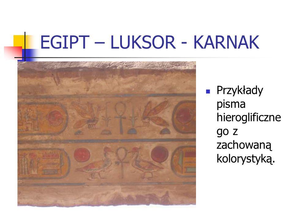 EGIPT – LUKSOR - KARNAK Przykłady pisma hieroglificzne go z zachowaną kolorystyką.
