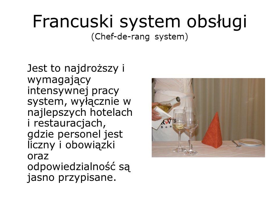 Francuski system obsługi (Chef-de-rang system) Jest to najdroższy i wymagający intensywnej pracy system, wyłącznie w najlepszych hotelach i restauracj
