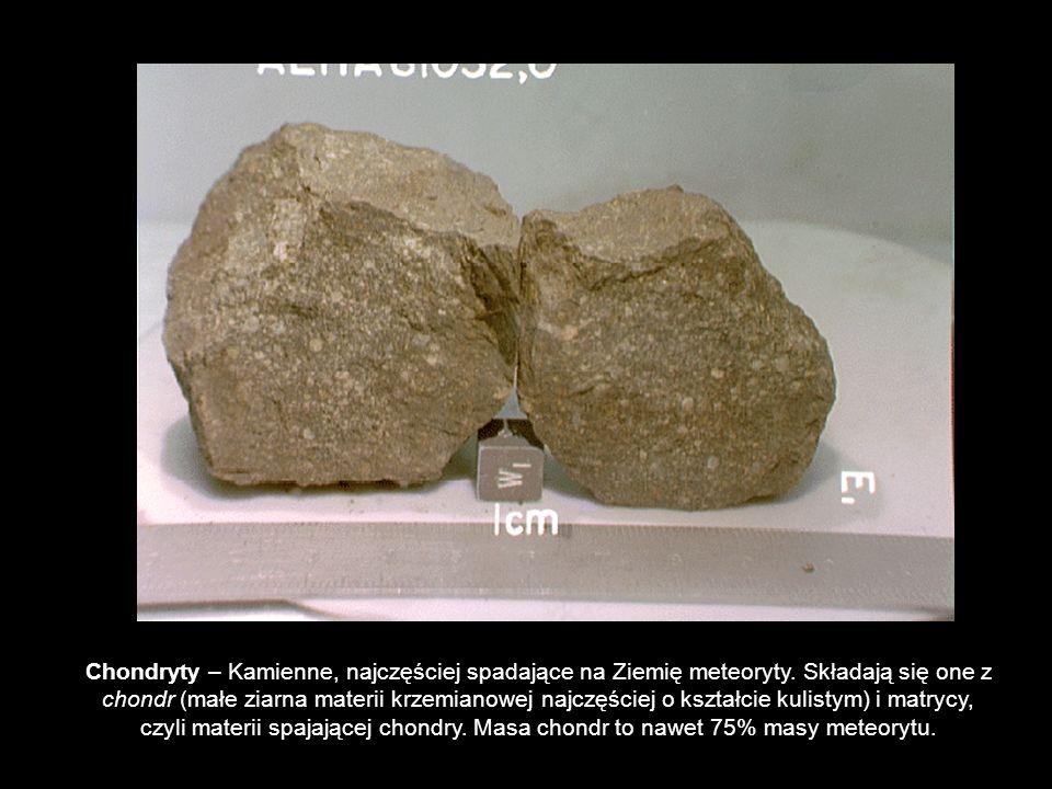Chondryty – Kamienne, najczęściej spadające na Ziemię meteoryty. Składają się one z chondr (małe ziarna materii krzemianowej najczęściej o kształcie k