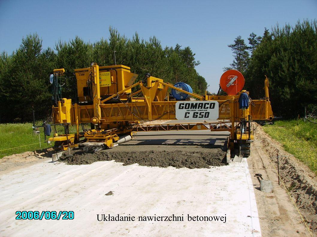 Układanie nawierzchni betonowej