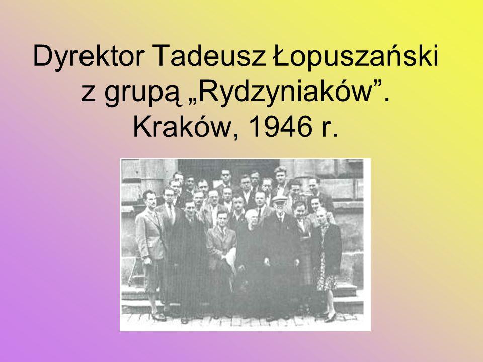 Dyrektor Tadeusz Łopuszański z grupą Rydzyniaków. Kraków, 1946 r.