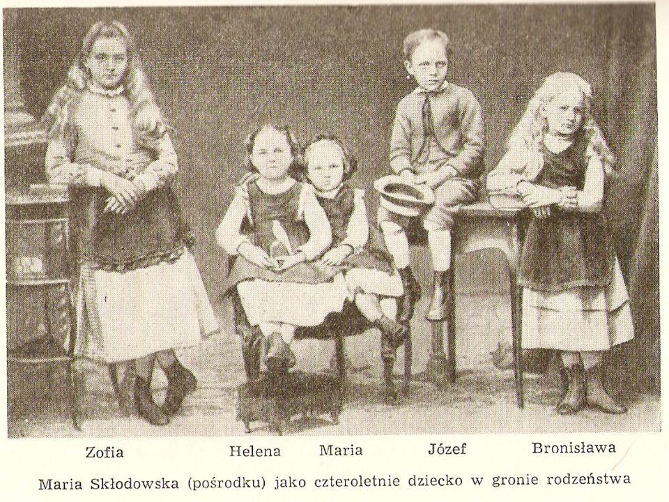 Gdy miała 10 lat, Maria Skłodowska rozpoczęła naukę na pensji dla dziewcząt, którą wcześniej prowadziła jej matka, gdy była jeszcze zdrowa; następnie kształciła się w gimnazjum dla dziewcząt, które ukończyła 12 czerwca 1882 otrzymując złoty medal.