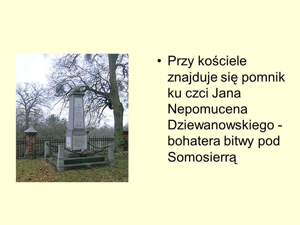 Przy kościele znajduje się pomnik ku czci Jana Nepomucena Dziewanowskiego - bohatera bitwy pod Somosierrą