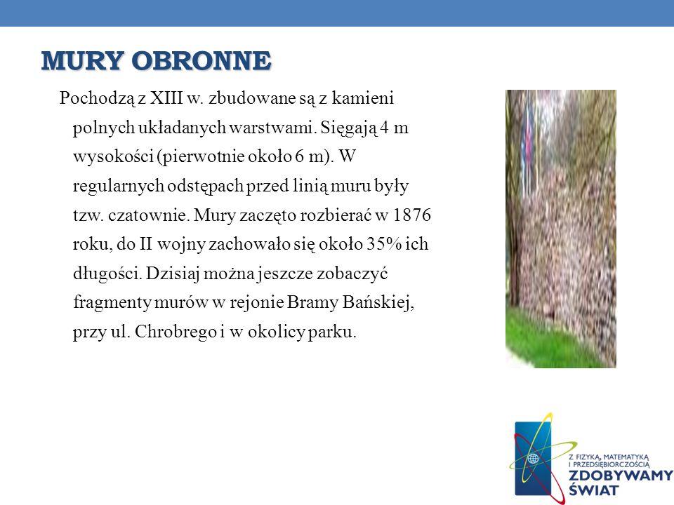 MURY OBRONNE Pochodzą z XIII w. zbudowane są z kamieni polnych układanych warstwami. Sięgają 4 m wysokości (pierwotnie około 6 m). W regularnych odstę