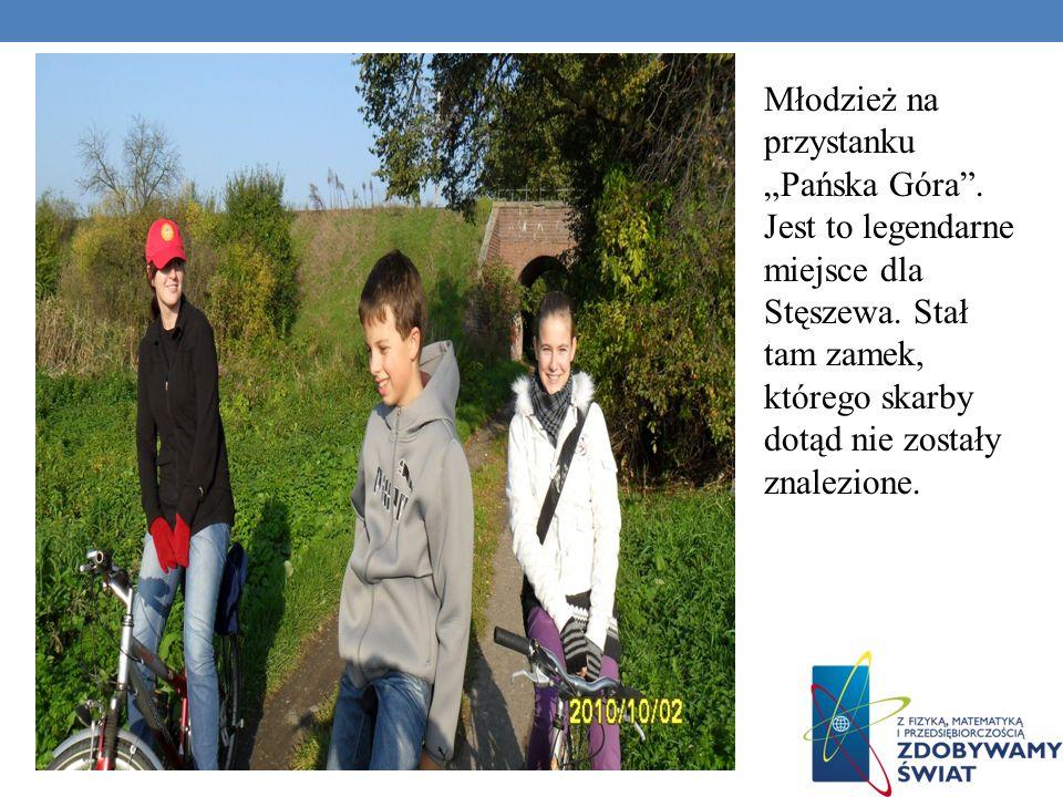 Młodzież na przystanku Pańska Góra.Jest to legendarne miejsce dla Stęszewa.