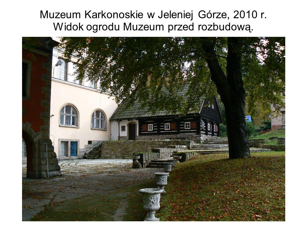 Muzeum Karkonoskie w Jeleniej Górze, 2010 r. Widok ogrodu Muzeum przed rozbudową.