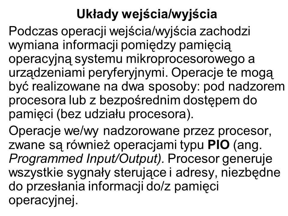Układy wejścia/wyjścia Podczas operacji wejścia/wyjścia zachodzi wymiana informacji pomiędzy pamięcią operacyjną systemu mikroprocesorowego a urządzen