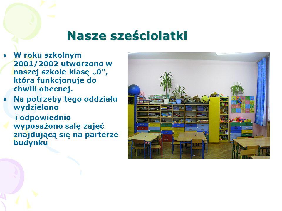 Nasze sześciolatki W roku szkolnym 2001/2002 utworzono w naszej szkole klasę 0, która funkcjonuje do chwili obecnej. Na potrzeby tego oddziału wydziel