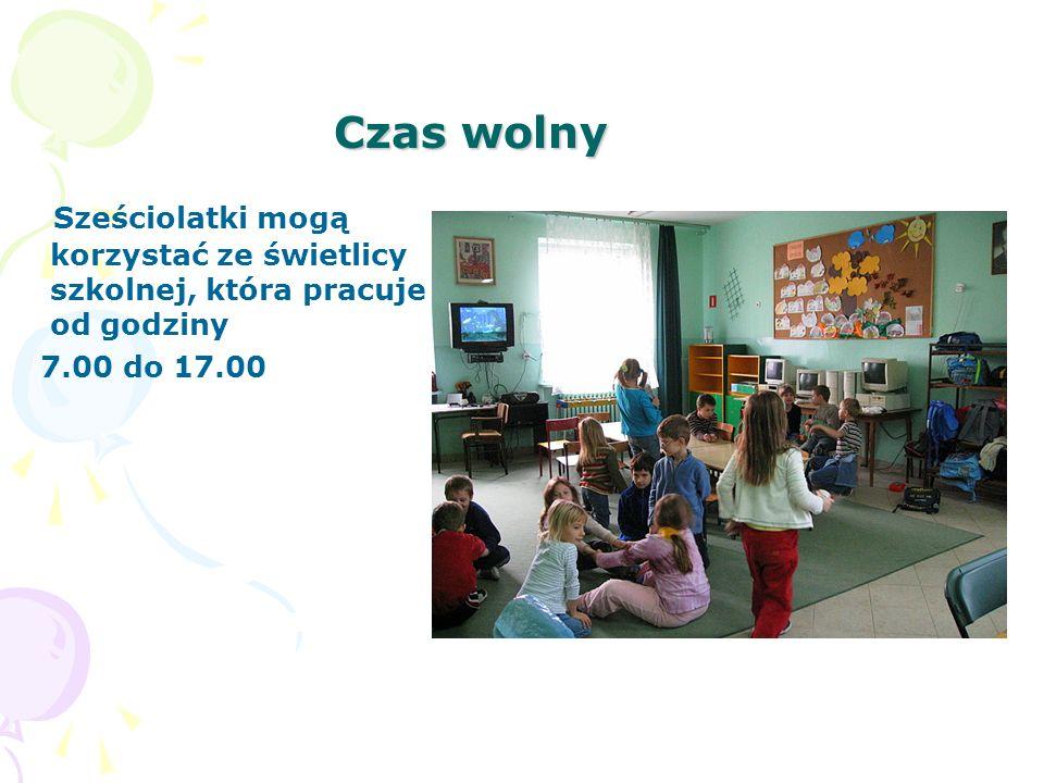 Sześciolatek w szkole Dzieci uczestniczą we wszystkich imprezach organizowanych przez szkołę.