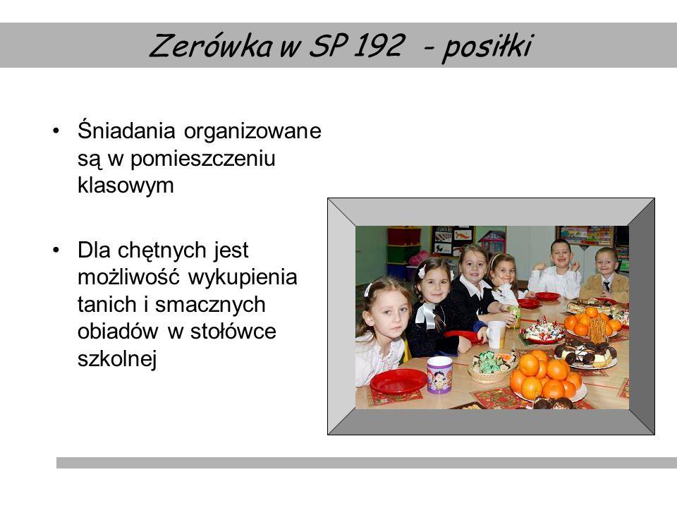 Śniadania organizowane są w pomieszczeniu klasowym Dla chętnych jest możliwość wykupienia tanich i smacznych obiadów w stołówce szkolnej Zerówka w SP