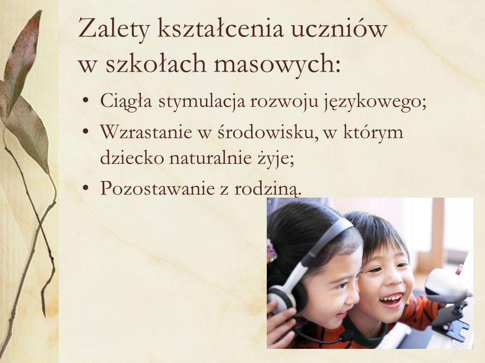 Zalety kształcenia uczniów w szkołach masowych: Ciągła stymulacja rozwoju językowego; Wzrastanie w środowisku, w którym dziecko naturalnie żyje; Pozos