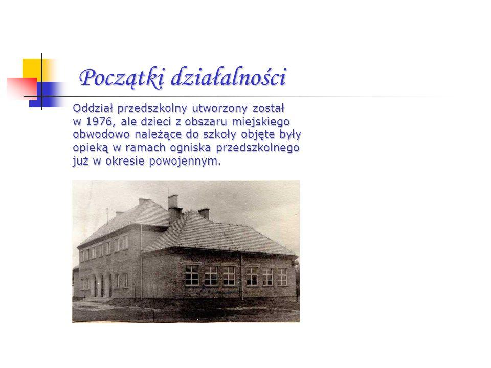 Początki działalności Oddział przedszkolny utworzony został w 1976, ale dzieci z obszaru miejskiego obwodowo należące do szkoły objęte były opieką w r