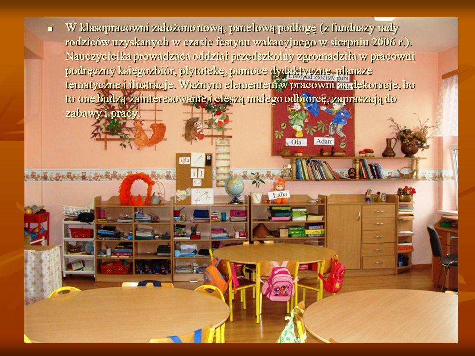 W klasopracowni założono nową, panelową podłogę (z funduszy rady rodziców uzyskanych w czasie festynu wakacyjnego w sierpniu 2006 r.). Nauczycielka pr