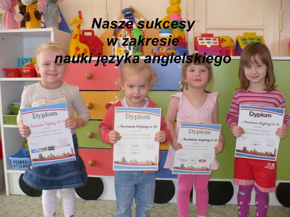 Ewaluacja dokonywana jest co pół roku na podstawie obserwacji postępów dzieci oraz analizy ich prac.