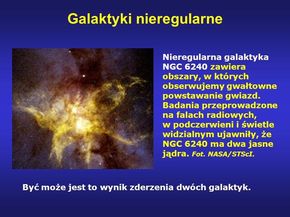 Galaktyki nieregularne Nieregularna galaktyka NGC 6240 zawiera obszary, w których obserwujemy gwałtowne powstawanie gwiazd. Badania przeprowadzone na