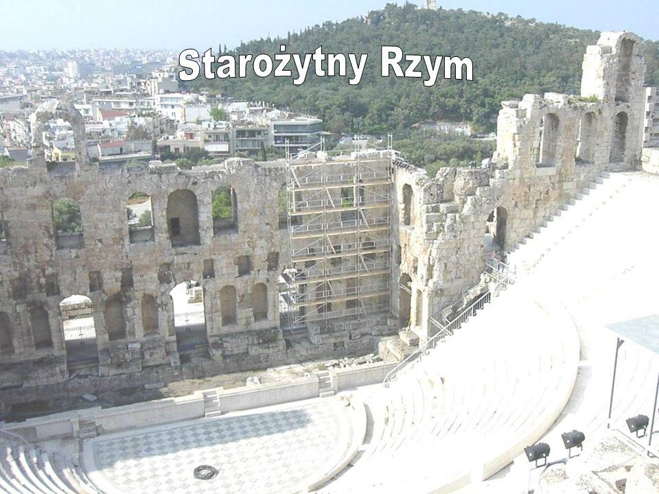 Teatr rzymski swoje podłoże czerpie z teatru greckiego, co między innymi objawiało się w tym, iż aktorami w teatrze rzymskim byli Grecy.