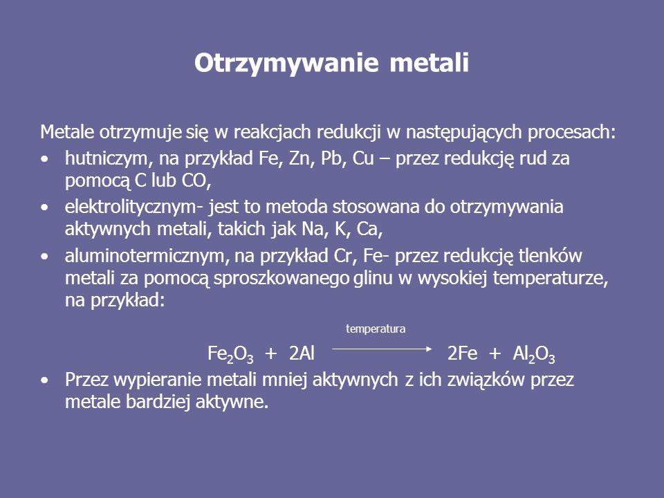 Otrzymywanie metali Metale otrzymuje się w reakcjach redukcji w następujących procesach: hutniczym, na przykład Fe, Zn, Pb, Cu – przez redukcję rud za