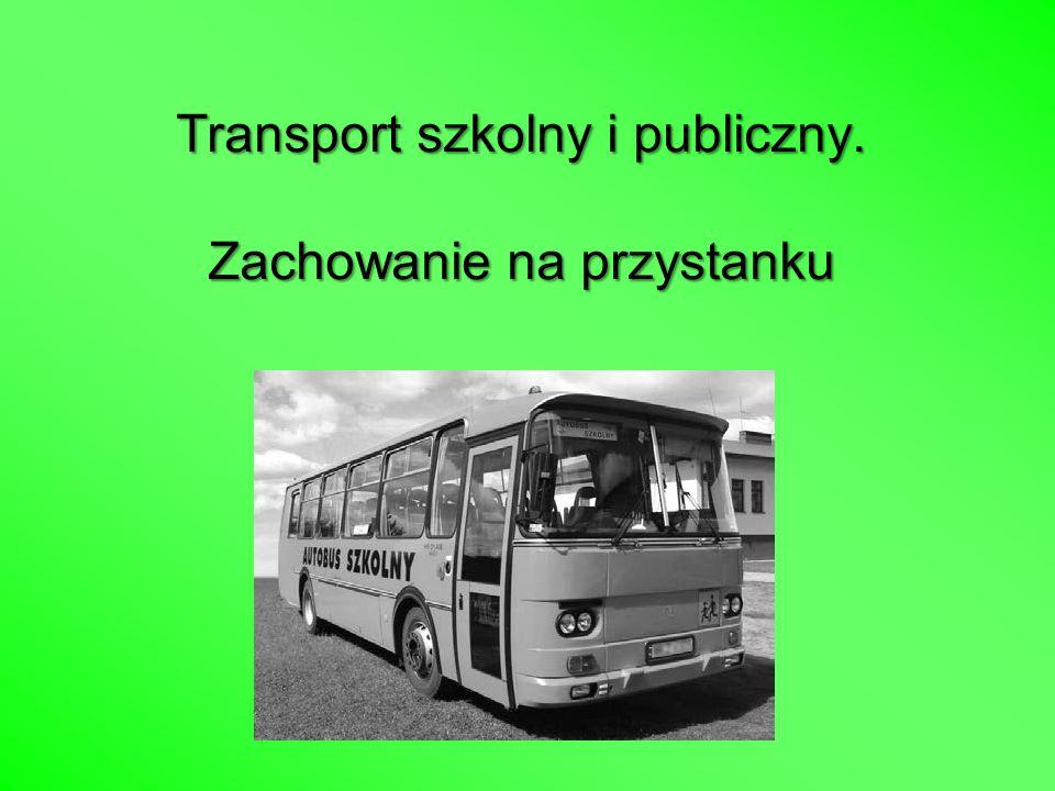 Transport szkolny i publiczny. Zachowanie na przystanku