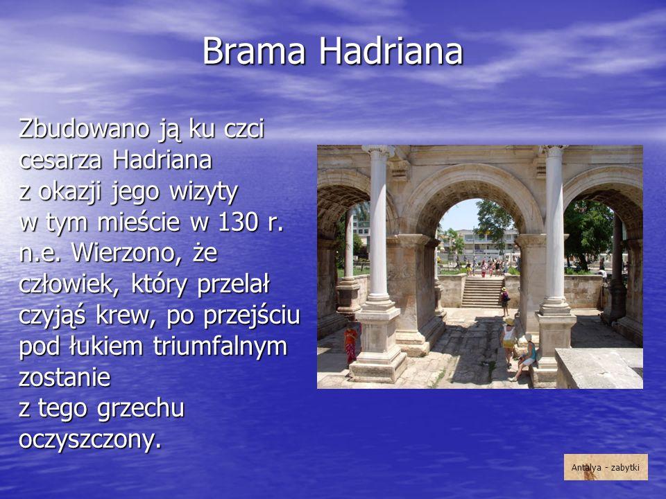 Brama Hadriana Zbudowano ją ku czci cesarza Hadriana z okazji jego wizyty w tym mieście w 130 r. n.e. Wierzono, że człowiek, który przelał czyjąś krew