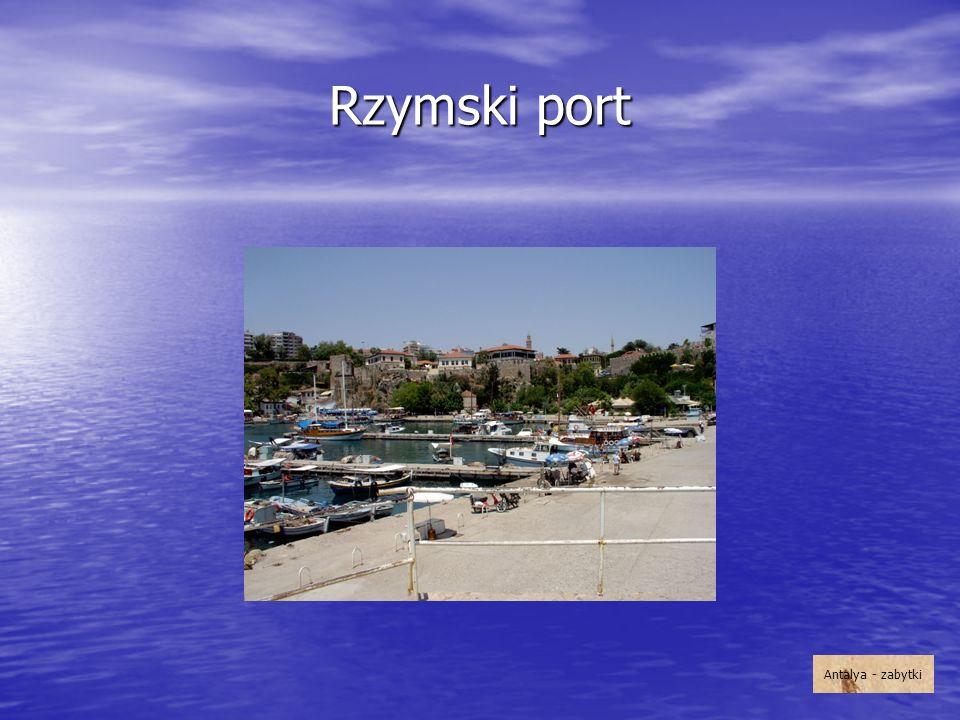 Rzymski port Przez wiele wieków był najważniejszym obiektem komunikacyjnym Antalyi. Odrestaurowano go w latach 80. XX wieku. Antalya - zabytki