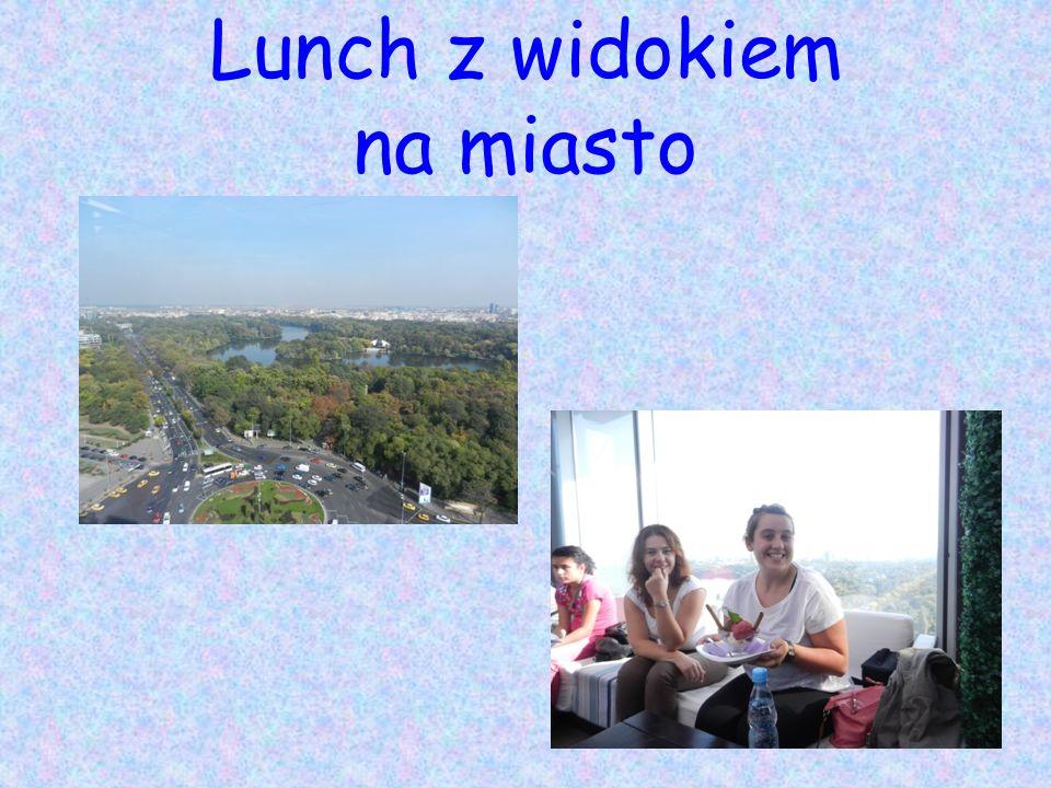 Lunch z widokiem na miasto