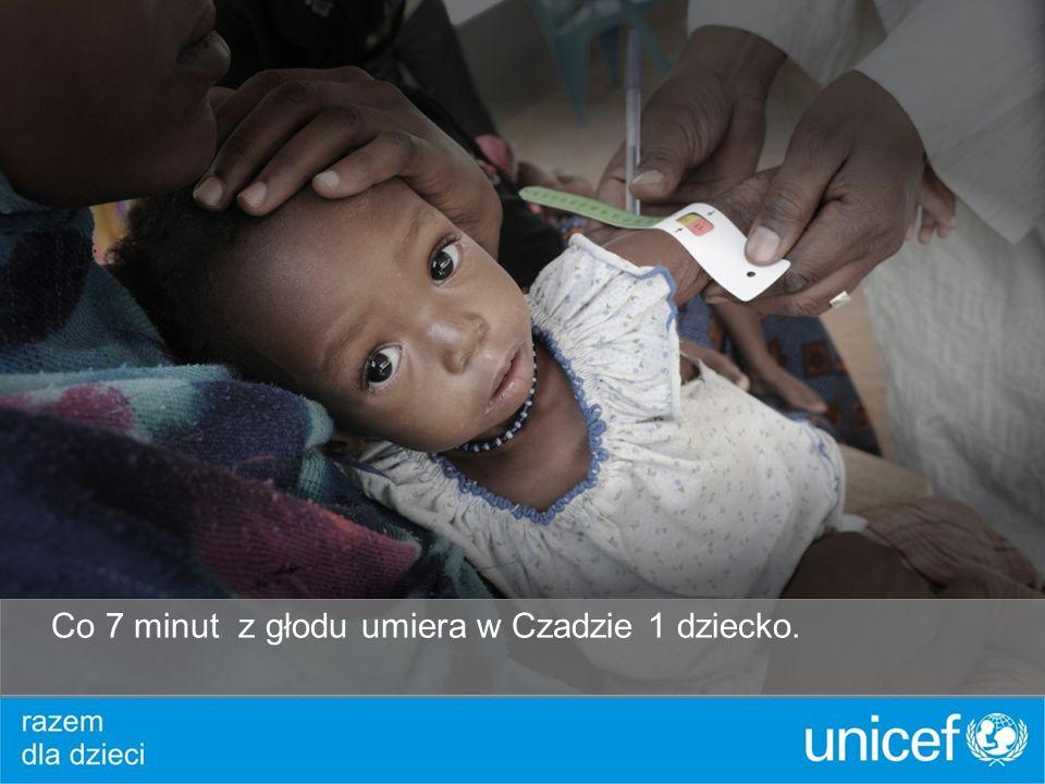Umierają z powodu malarii, przed którą może ochronić zwykła moskitiera..
