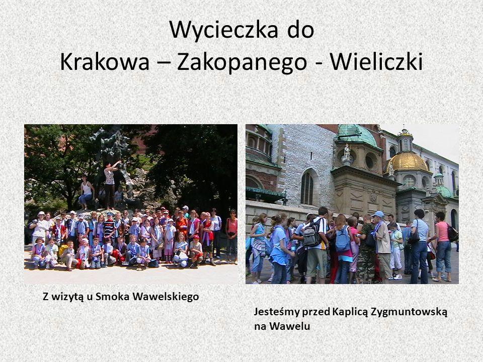 Wycieczka do Krakowa – Zakopanego - Wieliczki Z wizytą u Smoka Wawelskiego Jesteśmy przed Kaplicą Zygmuntowską na Wawelu