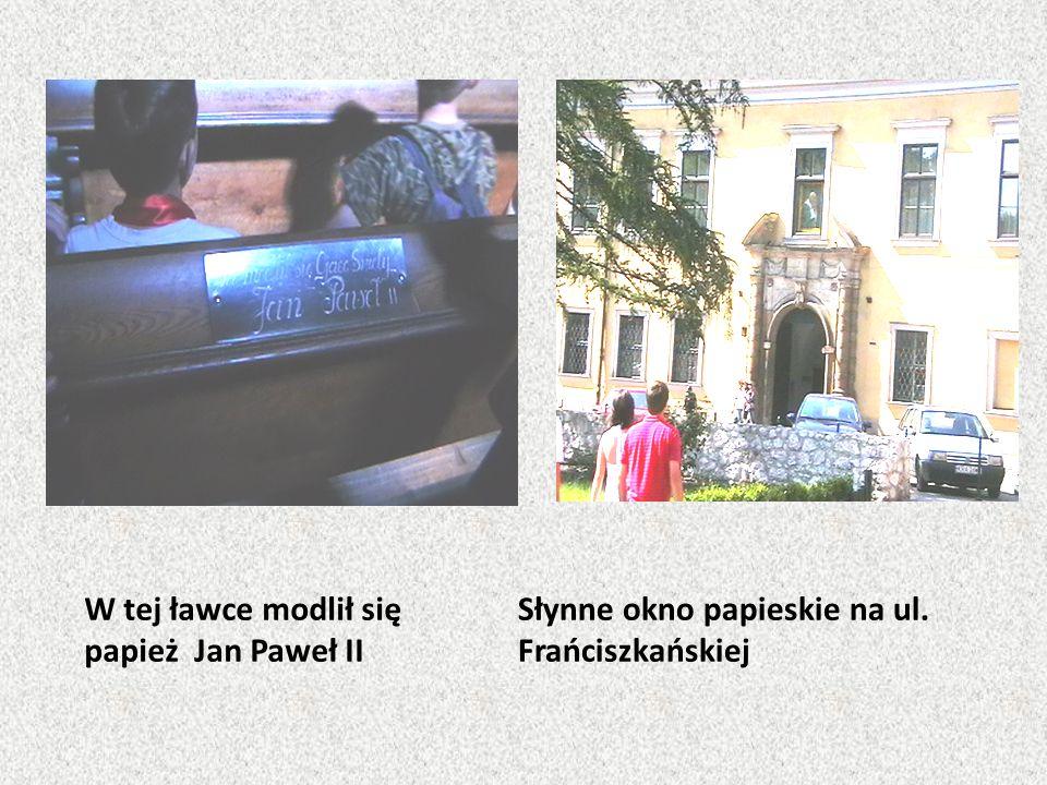 W tej ławce modlił się papież Jan Paweł II Słynne okno papieskie na ul. Frańciszkańskiej