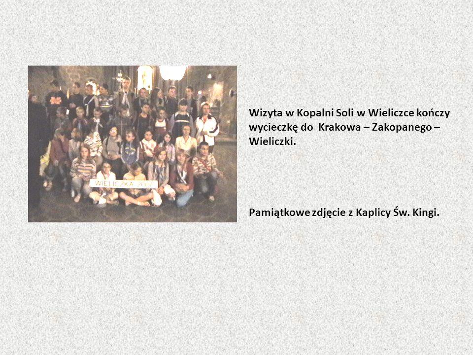 Wizyta w Kopalni Soli w Wieliczce kończy wycieczkę do Krakowa – Zakopanego – Wieliczki. Pamiątkowe zdjęcie z Kaplicy Św. Kingi.