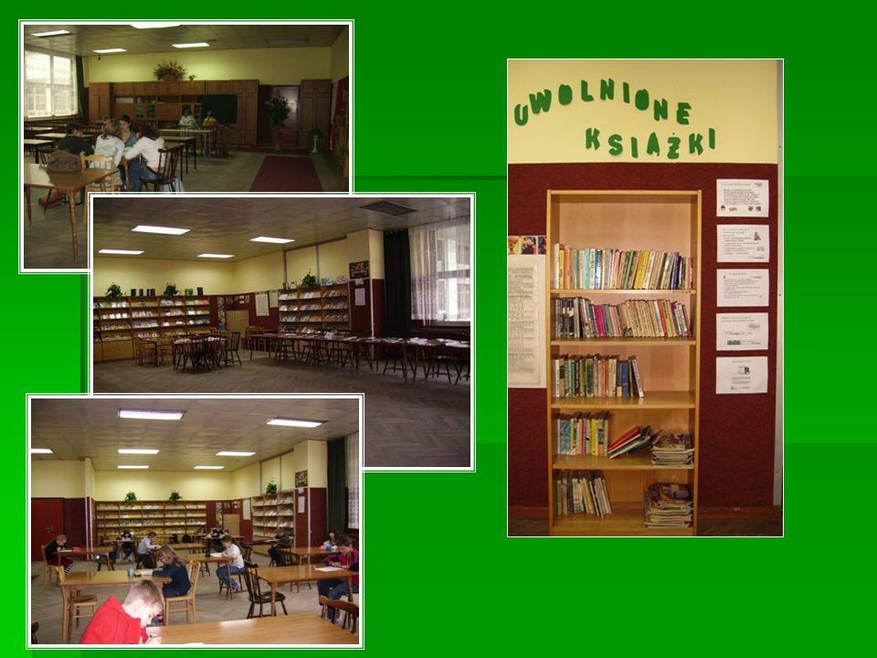 Biblioteka klas 1-3 SP Mała biblioteka obsługująca uczniów klas 1-3 SP; w bibliotece tej oprócz lektur znajduje się około 4000 książeczek przeznaczonych dla dzieci w tym przedziale wiekowym, są to bajeczki, wierszyki, baśnie itp.