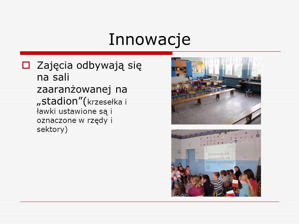 Innowacje Zajęcia odbywają się na sali zaaranżowanej na stadion( krzesełka i ławki ustawione są i oznaczone w rzędy i sektory)