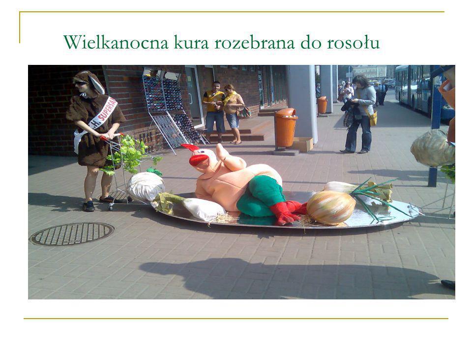 Wielkanocna kura rozebrana do rosołu