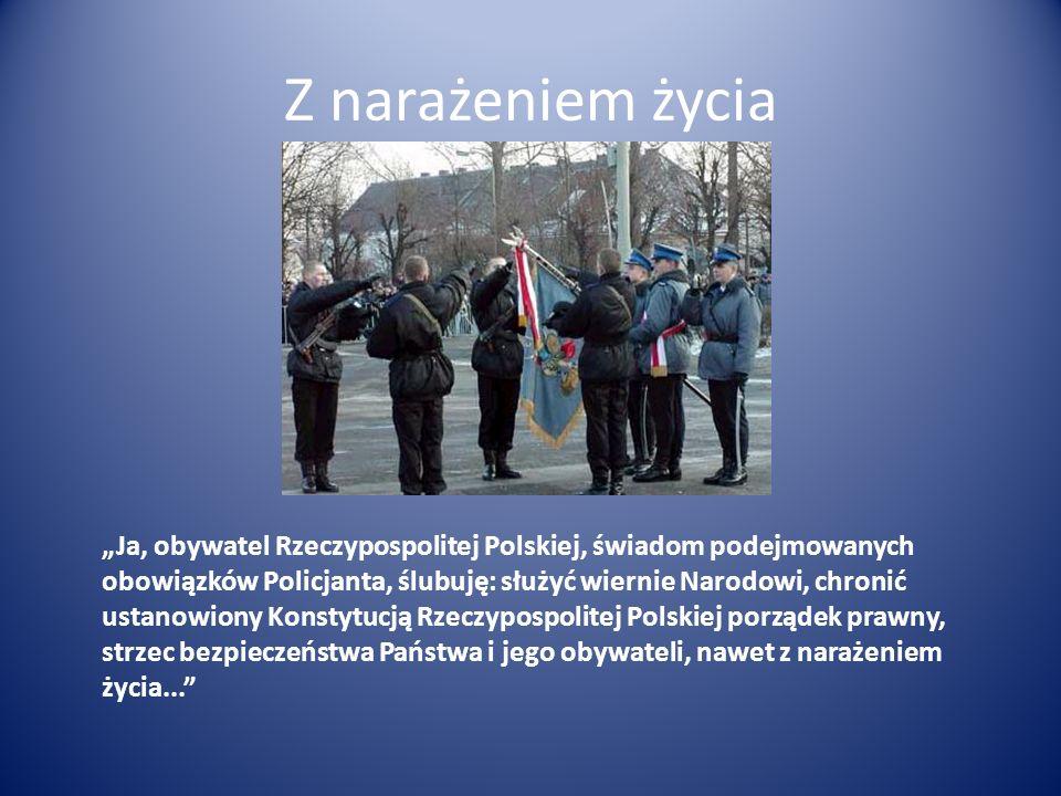 Z narażeniem życia Ja, obywatel Rzeczypospolitej Polskiej, świadom podejmowanych obowiązków Policjanta, ślubuję: służyć wiernie Narodowi, chronić usta