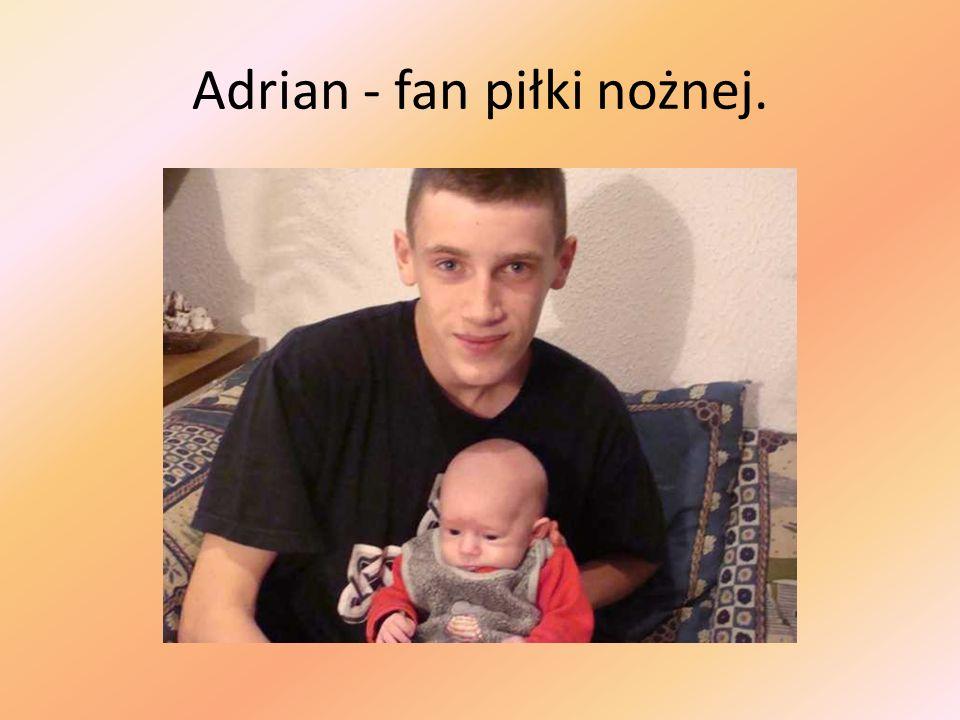 Adrian - fan piłki nożnej.